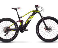 XF1_Carbon_One_sel_offroad-768x461